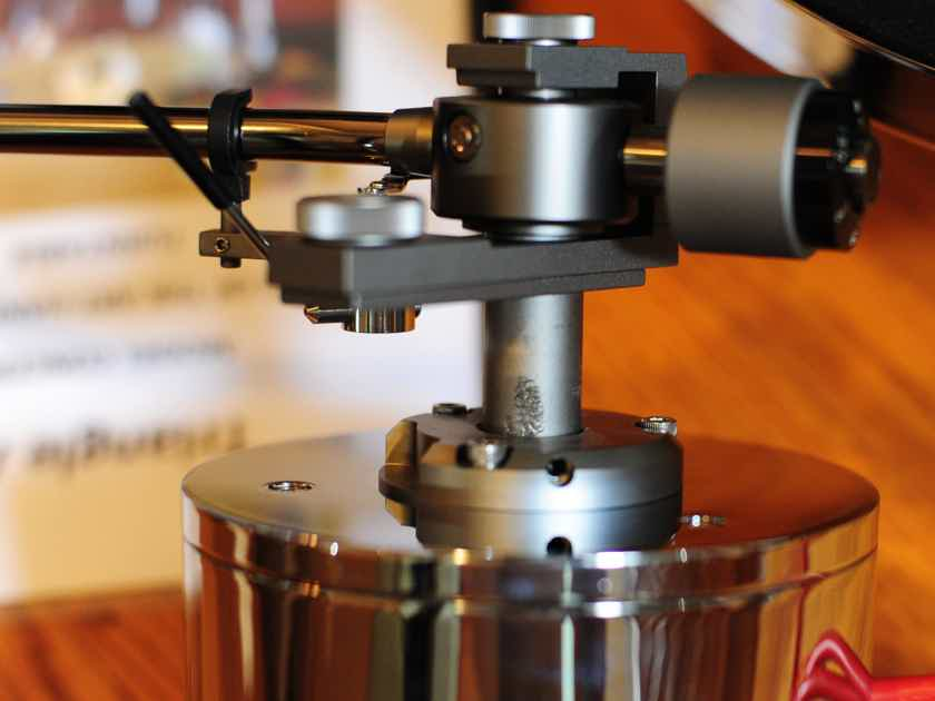 TriangleArt  Concerto Turntable with Jelco SA-750D tonearm and Jelco JAC-501 phono cables