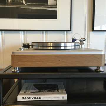 Shinola The Runwell Turntable