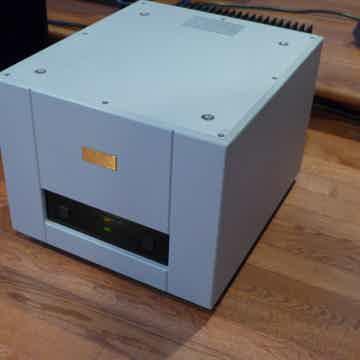 Goldmund Telos 600 mono amps