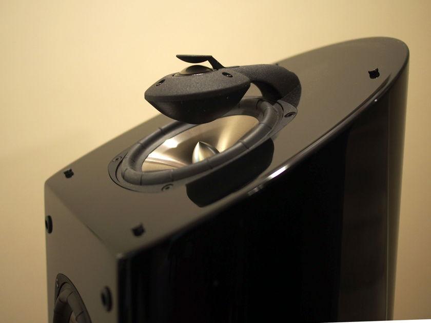 Mirage OMD-15 floorstanding Omnipolar speaker pair, gloss black