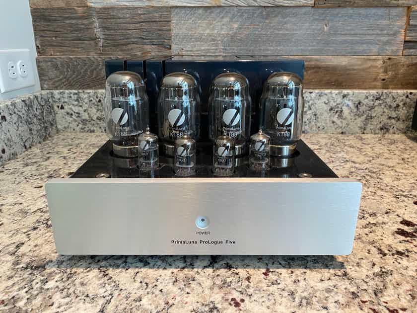 PrimaLuna ProLogue 5 Tube Valve Amplifier, mint condition, less than 250 hours on tubes