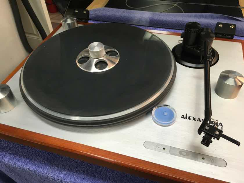 Oracle Audio Technologies Alexandria Turntable with Oracle Prelude Tonearm and Grado Cartridge