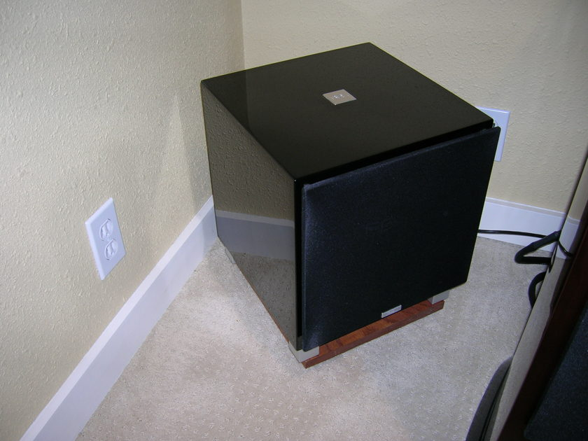 REL Acoustics T-9 Subwoofer in Piano Black