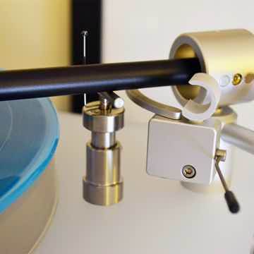 Integrityhifi Tru-Lift tonearm lift in action