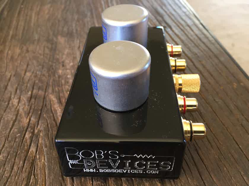 Bob's Devices CineMag 1131 - Step up Transformer > Switchable Gain @47k  > 1:20 (26 dB gain) = 118 ohms or 1:40 (32 dB gain) = 29 ohms -