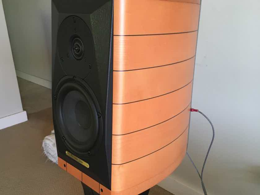 Sonus Faber Cremona Auditor M Seakers with Factory Stands