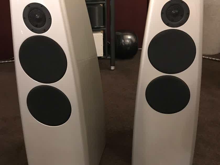 MERIDIAN DSP5200 DSP speakers