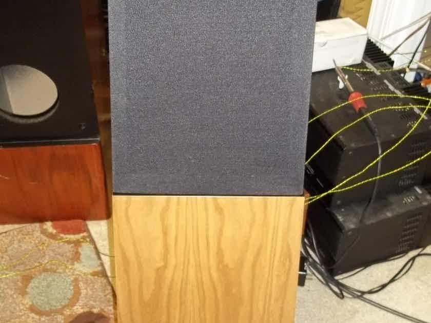DECWARE ERR RADIAL SPEAKERS  LIKE NEW LESS THAN 10 HOURS ON PAIR GREAT SOUNDING SPEAKERS