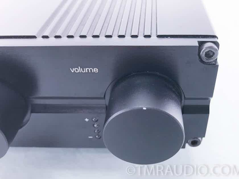 NuForce P-8 Stereo Preamplifier; Remote(10316)