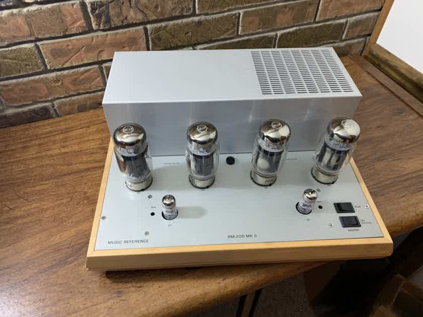 Music Reference RM-200 mkII with KT120 tubes
