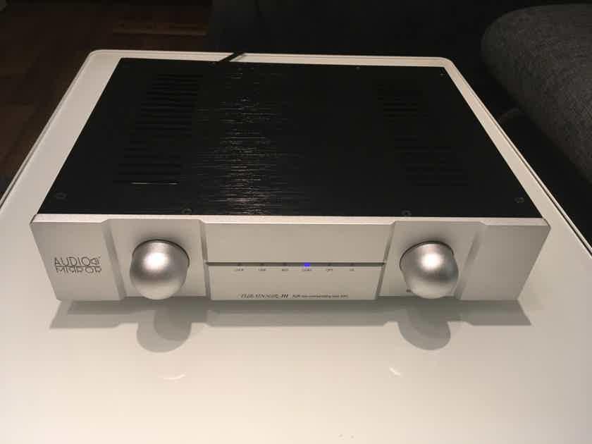 Audio Mirror  Tubadour III Non Oversampling Tube DAC