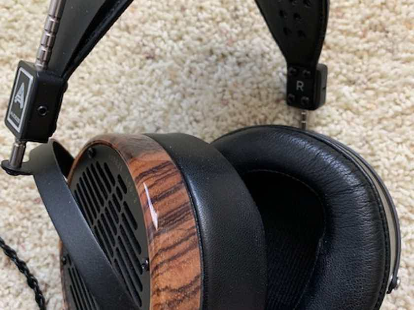 Audeze LCD 3 Dealer demo lo hrs as new all accessories etc