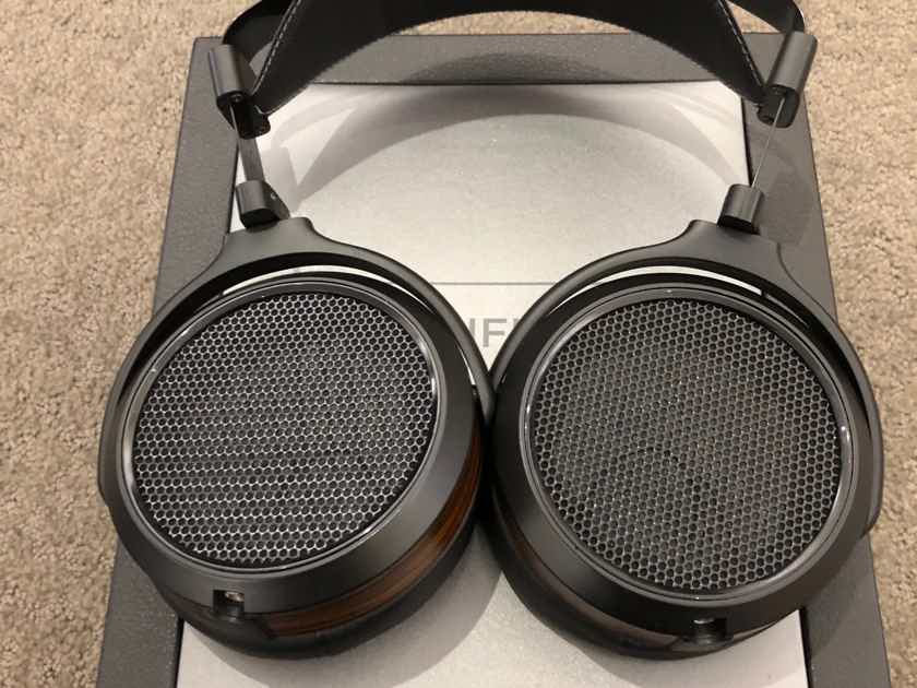 Hifiman HE-560 Update version in excellent condition with few hours