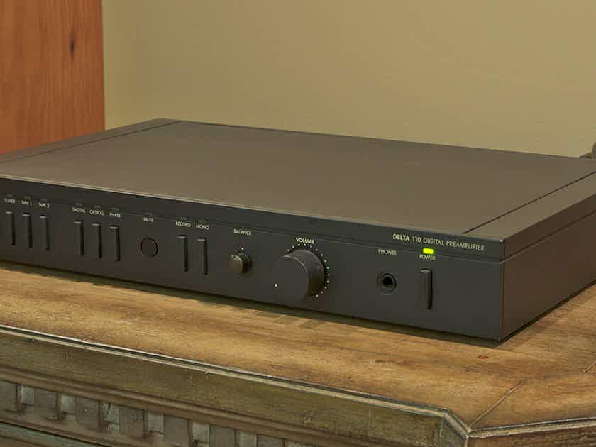 ARCAM  Delta 110 Preamp with Remote SEE PHOTO