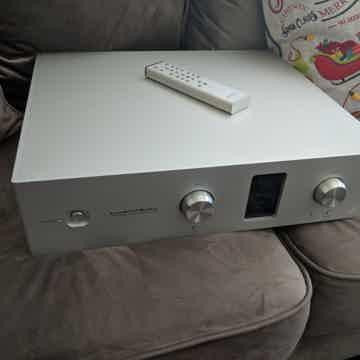 Luxman  C600f