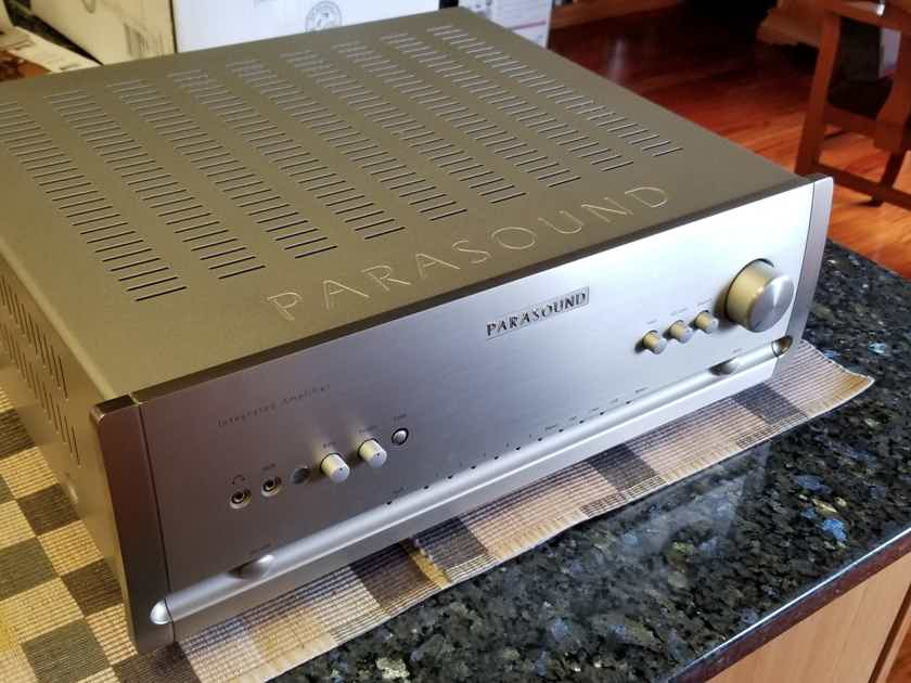Parasound Halo integrated 2.1 channel integrated amp & DAC Lowest $