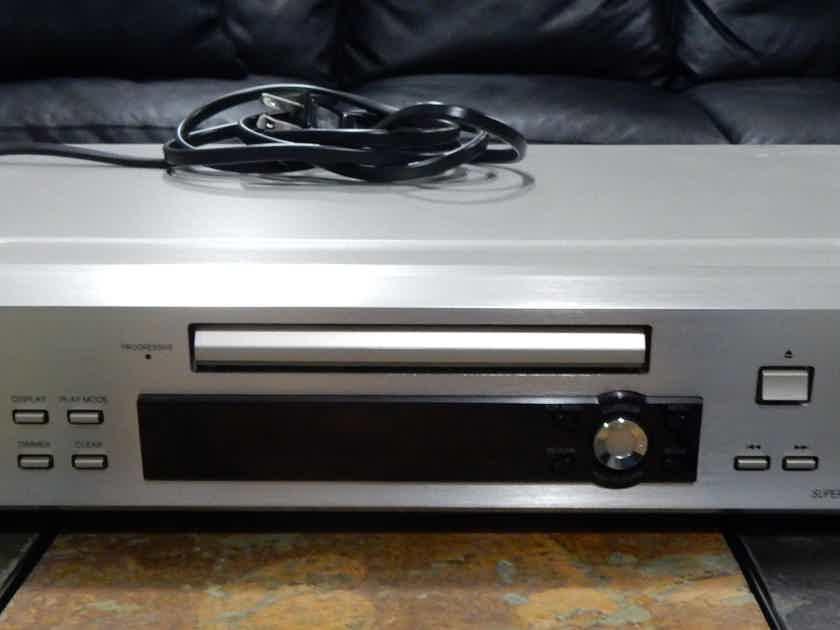 Onkyo DV-SP502 Universal SACD DVD-A DVD CD player w 5.1 analog outputs