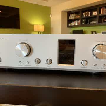 Luxman C700U Ultimate Control Pre Amplifier Mint! $5995...
