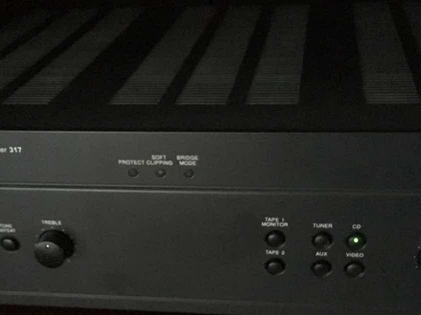 NAD 317 Integrated Amplifier w/remote