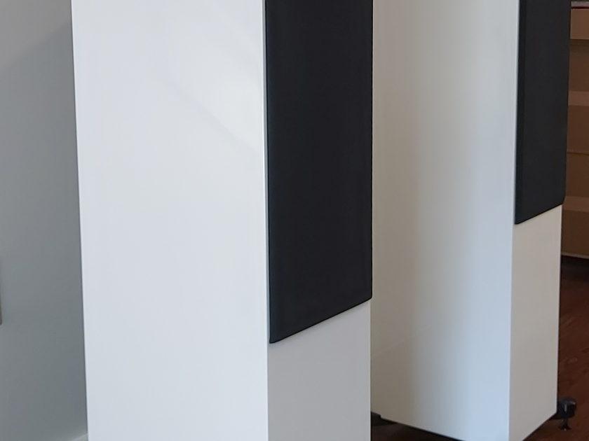 White  KEF R900 Speaker Pair - Atlanta Pickup