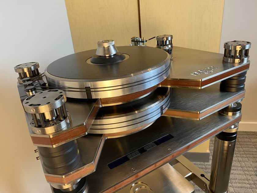 Kronos Pro Limited Edition with Black Beauty tonearm and stand
