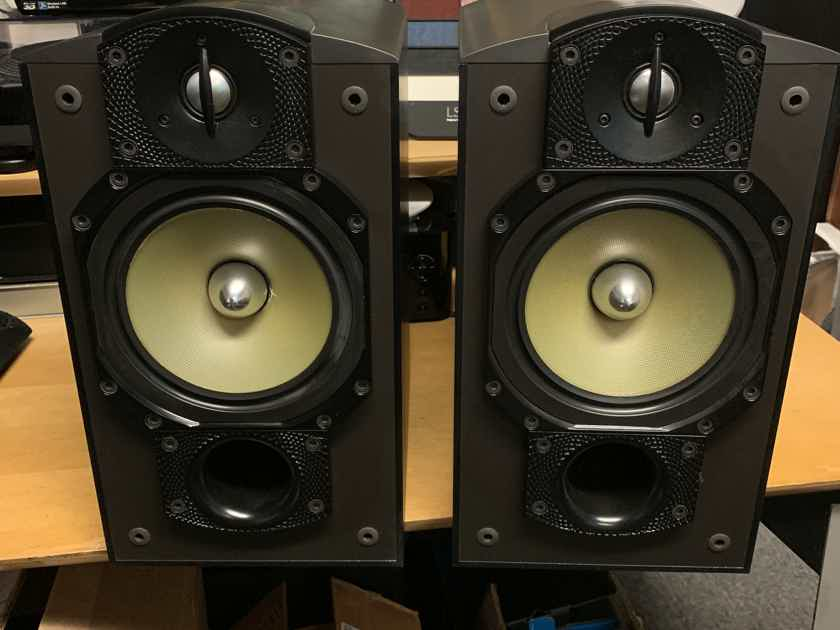 Paradigm  Studio 20 v3 Bookshelf Speakers