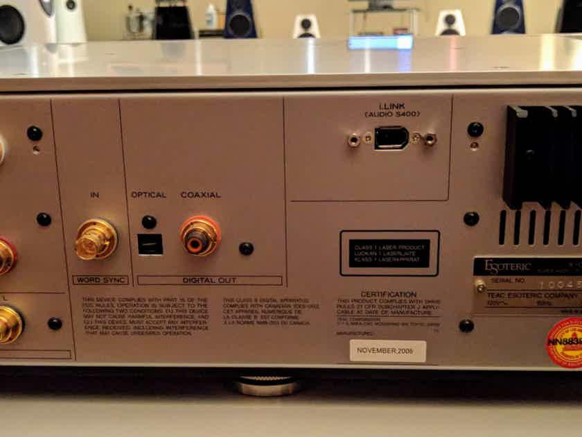 Esoteric X-01 D2 SACD CD Player