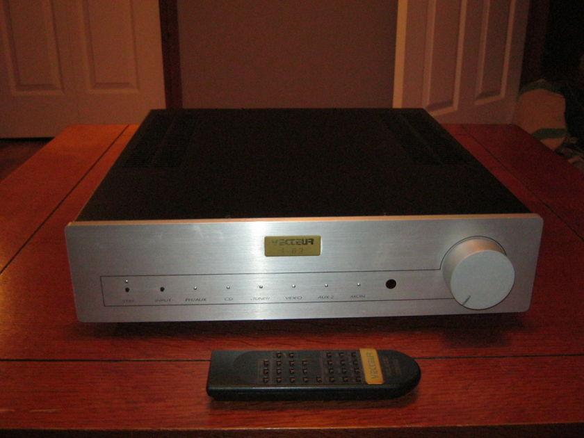 Vecteur I - 6.2  Integrated Amplifier