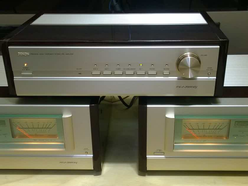 Denon PRA-2000rg  Preamp with Phono MM/MC in Brautiful Mint Condition US 120V
