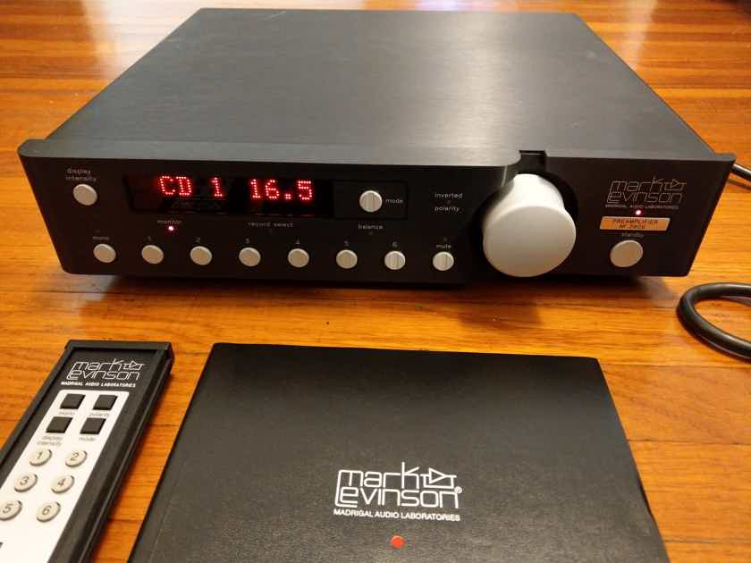Mark Levinson  No. 380S Stereo Preamplifier with Remote & Manual