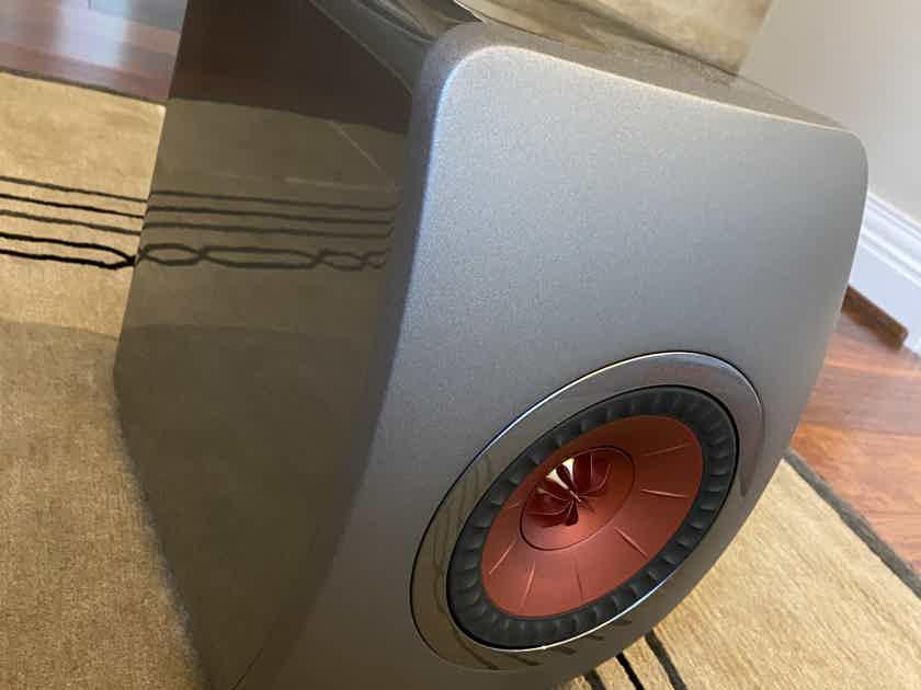 KEF LS50 Wireless ( Titanium Grey/Red )