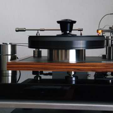 Cantano W/T - turntable and tonearm in action