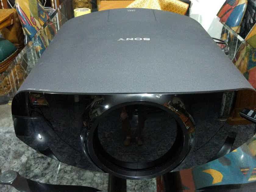 Sony VPL-VW1100ES 4K (Universal Voltage) - Free Shipping