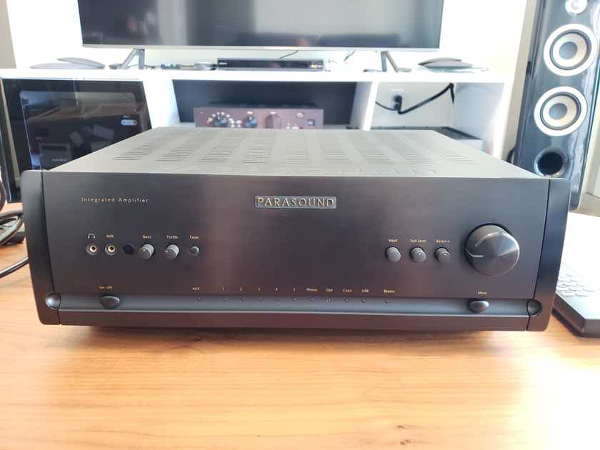 Parasound Halo integrated 2.1 channel integrated amp & DAC
