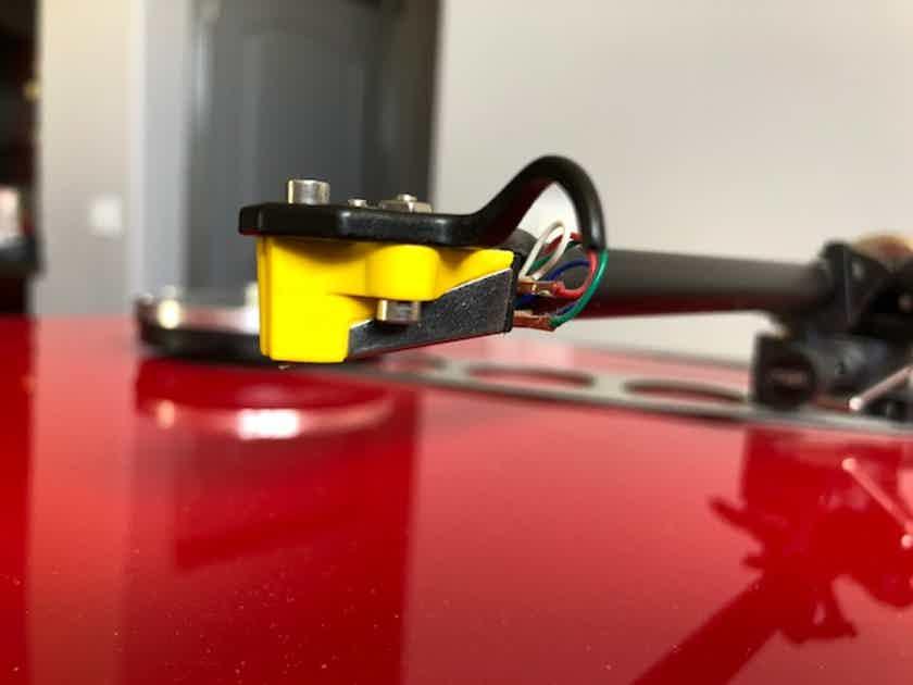 Rega RP-6 High gloss Red Turntable w/cart