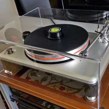 STUNNING TURNTABLE DEAL AT HIGH-END PALACE!