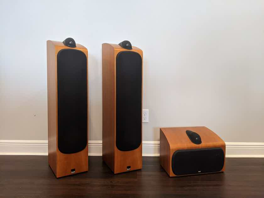 B&W (Bowers & Wilkins) 703's w/matching HTM7