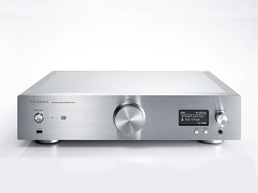 Technics SU-R1 and SE-R1 Stereo Preamp and Power Amp Combo