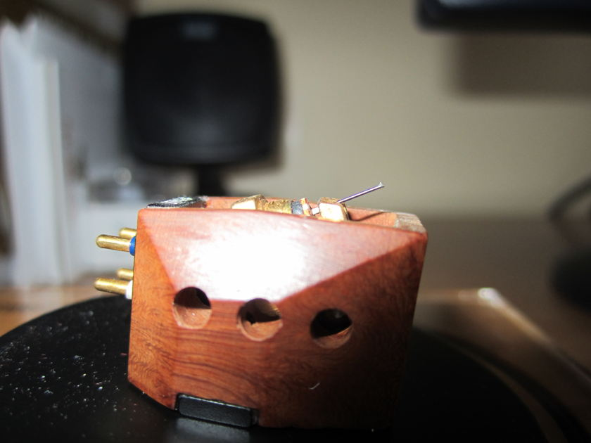Cartridge Cardas Benz made for Cardas is silver Moving Coil Low Output