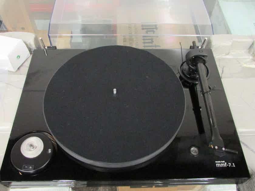 Music Hall MMF-7.1 Gloss Black