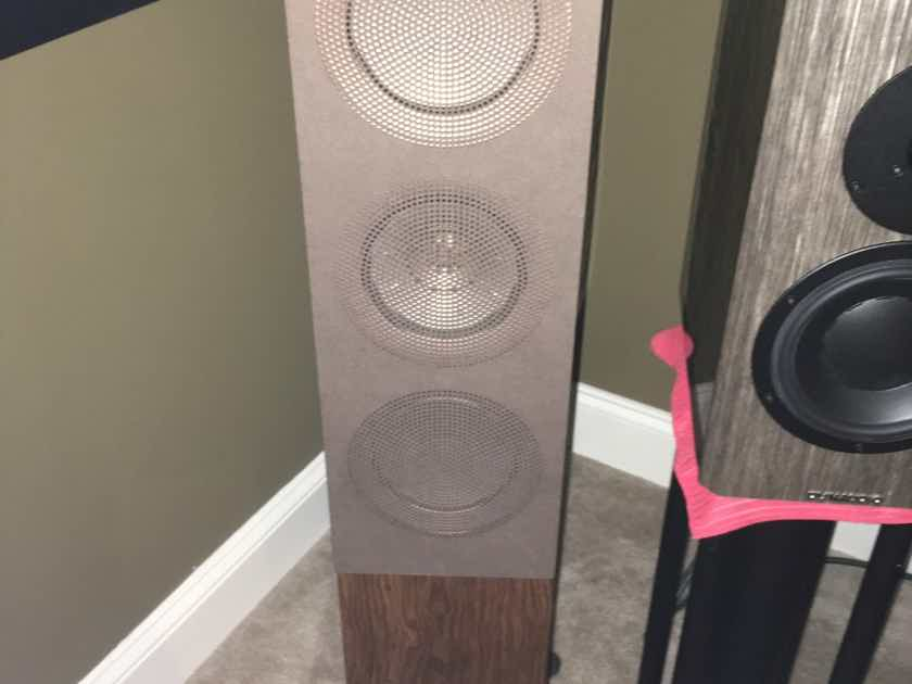 KEF R5