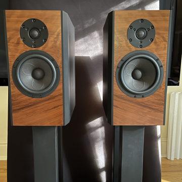 NADA Monitor Speakers in Black/Cherry