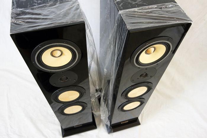 Contrast Audio Black Moon in Black gloss