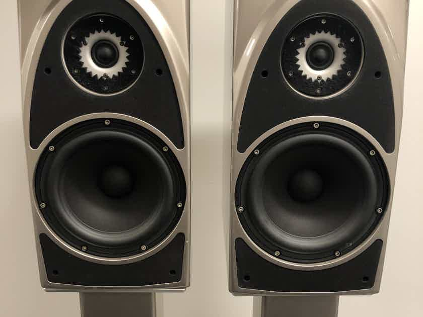 Wilson Audio  Duette with Factory Stands