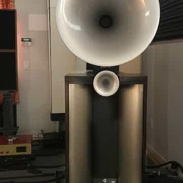 Avantgarde Duo Mezzo XD Horn Speakers - Gorgeous!