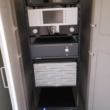Mark Levinson  502 Reference Home Theater  Surround pre...