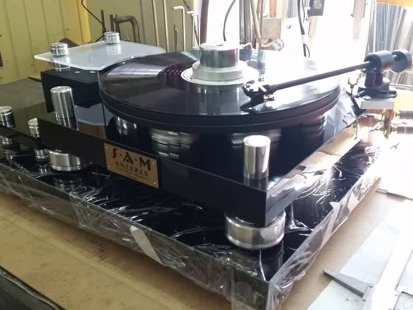 SAM (Small Audio Manufacture) Antares Turntable with tonearm
