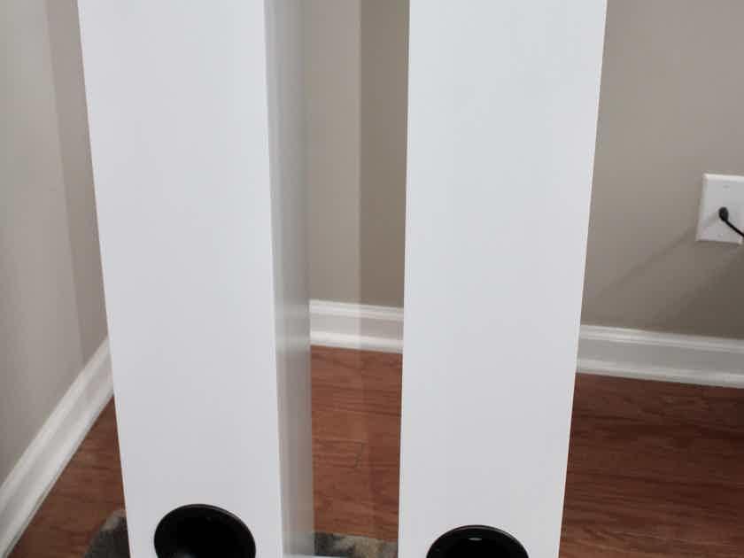 B&W (Bowers & Wilkins) 704 S2 loudspeaker pair CURRENT MODEL - FACTORY CARTONS