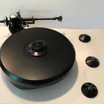 Grand Prix Audio Monaco Turntable with record clamp and...