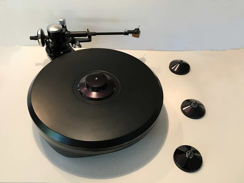 Grand Prix Audio Monaco Turntable with record clamp and 3 Apex footers